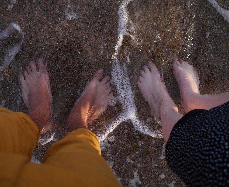 Les pieds dans l'eau, respire